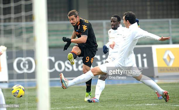 Dario Dainelli of Chievo Verona competes with Pablo Osvaldo of AS Roma during the Serie A match between AC Chievo Verona and AS Roma at Stadio...