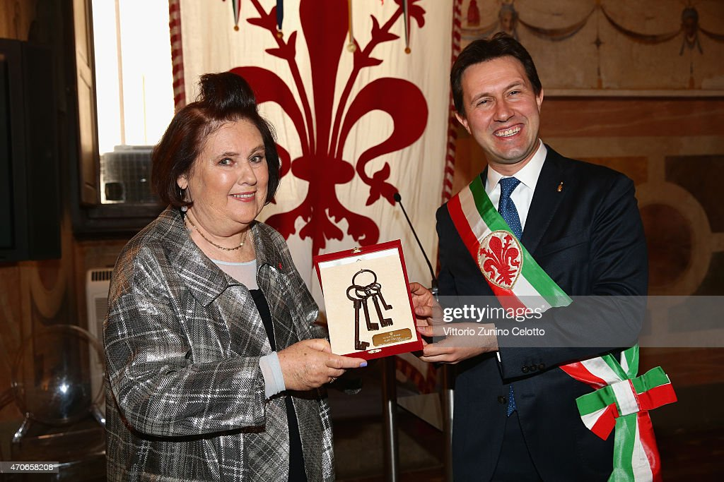 Dario Nardella, Mayor of the City of Florence hands over the keys of the city of Florence to International Vogue Editor Suzy Menkes at the Conde' Nast International Luxury Conference at Palazzo Vecchio on April 22, 2015 in Florence, Italy.
