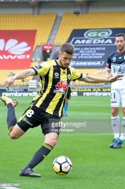 Dario Vidosic of the Wellington Phoenix crosses the ball during the round nine ALeague match between the Wellington Phoenix and the Melbourne Victory...