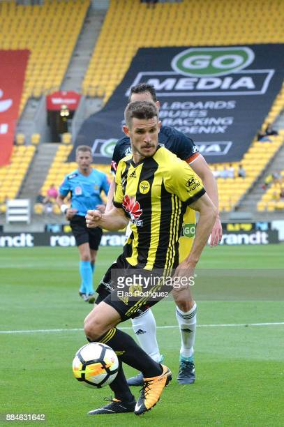 Dario Vidosic of the Wellington Phoenix makes a play in the box during the round nine ALeague match between the Wellington Phoenix and the Melbourne...