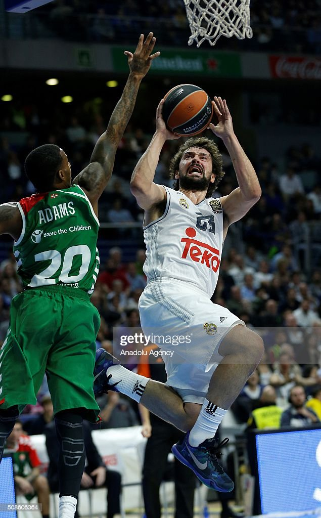Darius Adams of Laboral Kutxa Vitoria Gasteiz in action against Sergio Llull (L) of Real Madrid during the Turkish Airlines Euroleague Basketball Top 16 Round 6 game between Real Madrid v Laboral Kutxa Vitoria Gasteiz at Barclaycard Center on February 5, 2016 in Madrid, Spain.