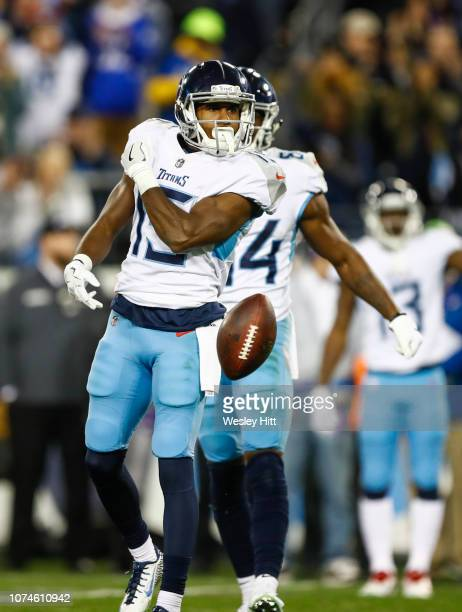 Darius Jennings of the Tennessee Titans celebrates catching a pass from Marcus Mariota of the Tennessee Titans during the third quarter at Nissan...