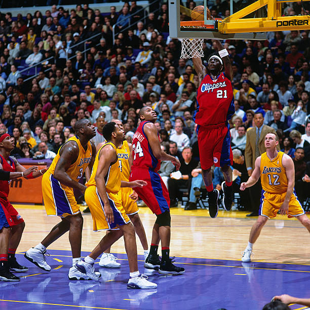 8abd39009229b0 Darius Miles  21 of the Los Angeles Clippers dunks against the Los Angeles  Lakers at