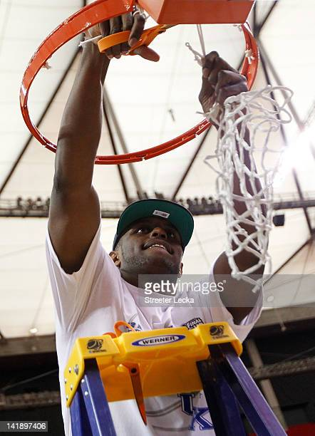 Darius Miller of the Kentucky Wildcats celebrates with the net after their 82 to 70 win over the Baylor Bears during the 2012 NCAA Men's Basketball...