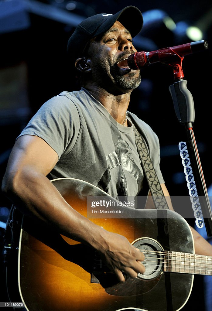 Darius Rucker performs in advance of his Charleston, SC 1966 release at Shoreline Amphitheatre on September 15, 2010 in Mountain View, California.