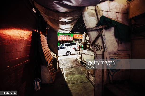 """dark alley - san francisco chinatown - """"peeter viisimaa"""" or peeterv stock pictures, royalty-free photos & images"""