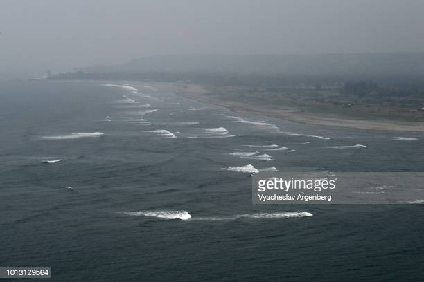dark blue waters of arabian sea of indian ocean as seen from vagator fort, goa, india - argenberg imagens e fotografias de stock
