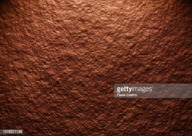 dark brown stone background - erdreich stock-fotos und bilder