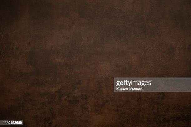 dark brown wall texture background - marrone foto e immagini stock