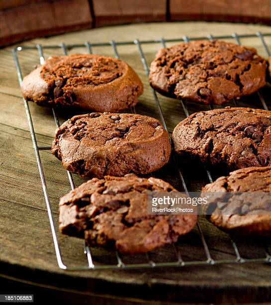 dark chocolate chip cookies - cooling rack stock photos and pictures