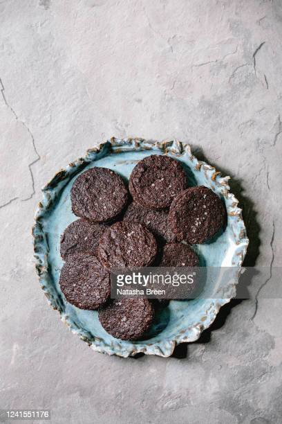 dark chocolate salted cookies - salted stock pictures, royalty-free photos & images