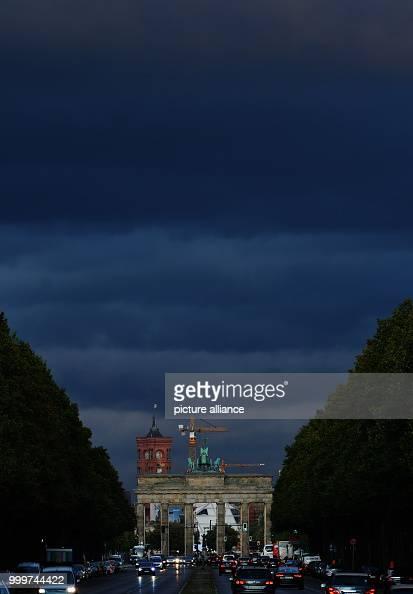 6de577c380 Dark clouds above the Brandenburg Gate Pictures