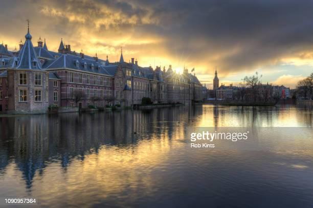 dark clouds over dutch houses of parliament (binnenhof) at sunset - the hague stockfoto's en -beelden