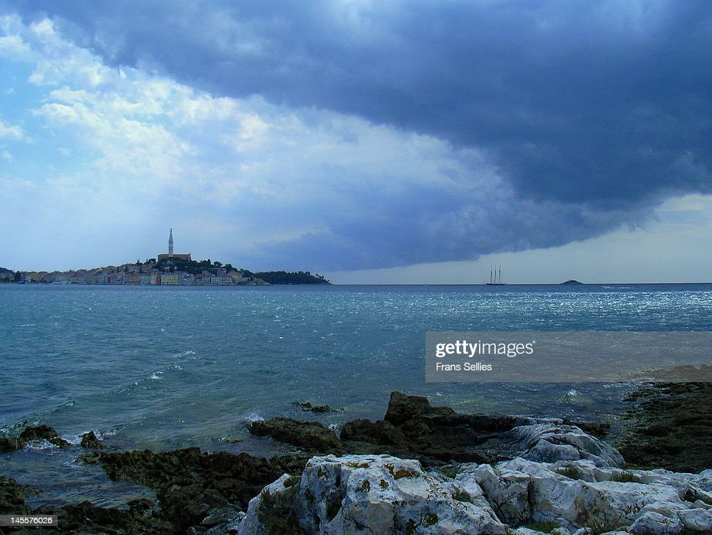 Dark clouds over Rovinj : Stockfoto