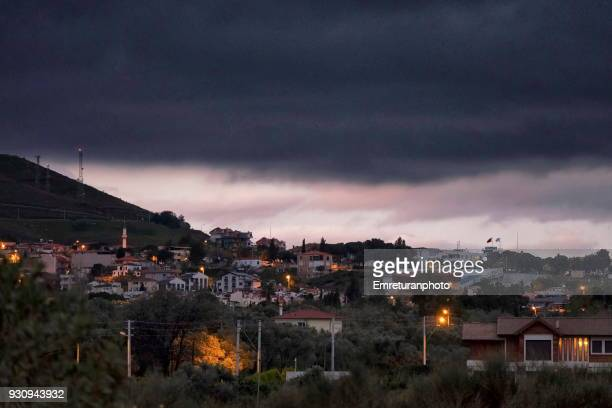 dark clouds over town just before rain. - emreturanphoto stock pictures, royalty-free photos & images