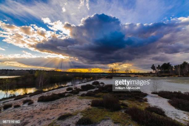 dark cloudy sky - william mevissen bildbanksfoton och bilder