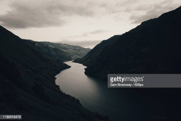 dark curve - valley stock pictures, royalty-free photos & images