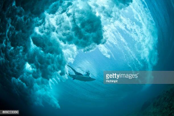 dark duckdive - breaking wave stock pictures, royalty-free photos & images