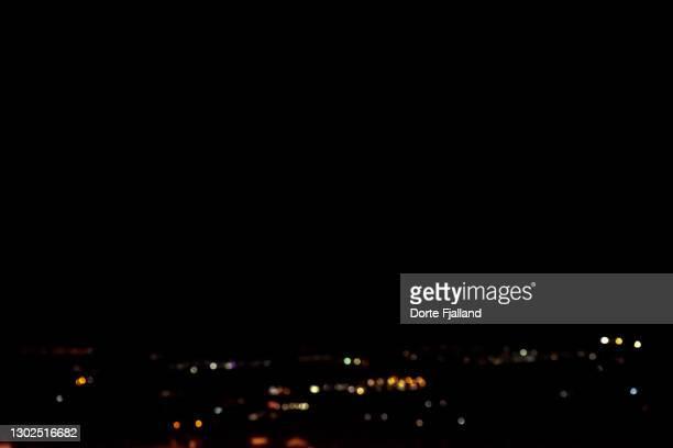 dark night with a little city bokeh light - dorte fjalland fotografías e imágenes de stock