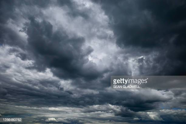 dark rain clouds - dramatic sky stock pictures, royalty-free photos & images