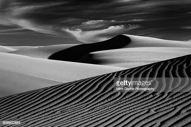dark shadow in the dunes - ピスモビーチ ストックフォトと画像
