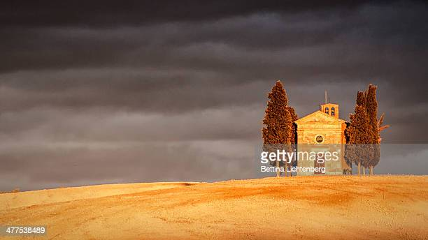 dark sky over vitaleta - san quirico d'orcia stock pictures, royalty-free photos & images
