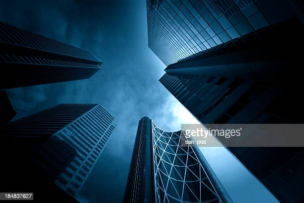 dark towering buildings - great recession stock pictures, royalty-free photos & images