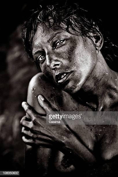 Sombre portrait de femme wet