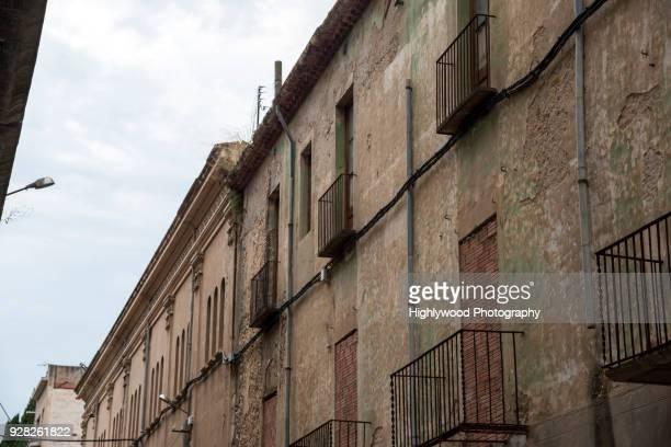 darker facades of figueres - highlywood - fotografias e filmes do acervo