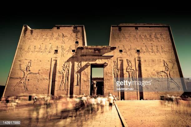 escuridão em edfu - templo - fotografias e filmes do acervo