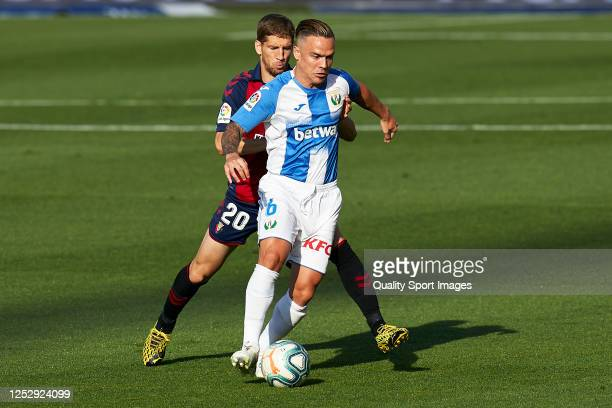 Darko Brasanac of CA Osasuna competes for the ball with Roque Mesa of CD Leganes during the La Liga match between CA Osasuna and CD Leganes at...