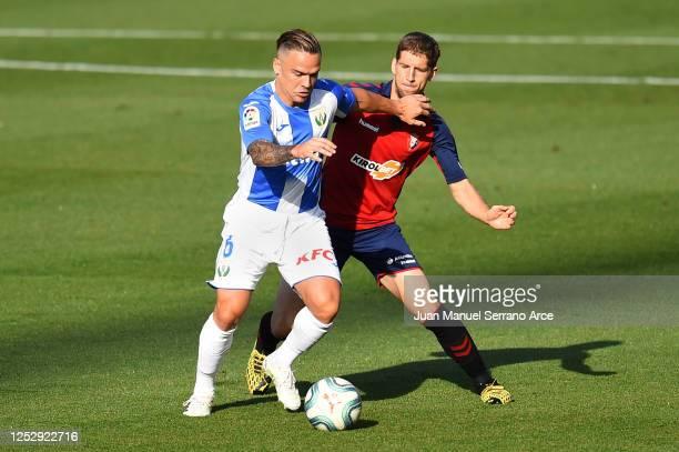 Darko Brasanac of Osasuna battles for possession with Roque Mesa of Leganes during the Liga match between CA Osasuna and CD Leganes at Estadio El...