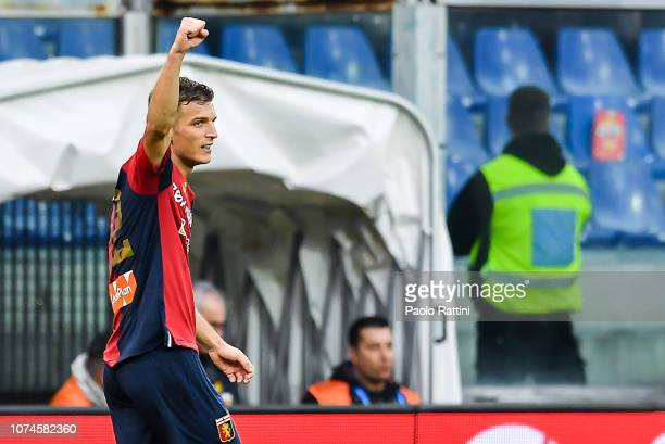 Darko Lazovic of Genoa celebrates after scoring a goal during the Serie A match between Genoa CFC and Atalanta BC at Stadio Luigi Ferraris on...