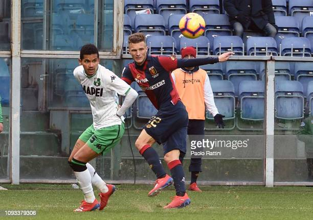 Darko Lazovic of Genoa CFC and Mauricio Lemos of US Sassuolo during the Serie A match between Genoa CFC and US Sassuolo at Stadio Luigi Ferraris on...