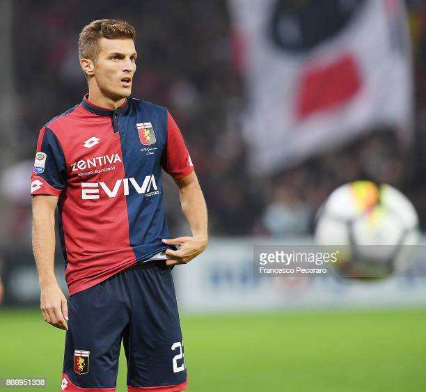 Darko Lazovic of Genoa CFC in action during the Serie A match between Genoa CFC and SSC Napoli at Stadio Luigi Ferraris on October 25, 2017 in Genoa,...