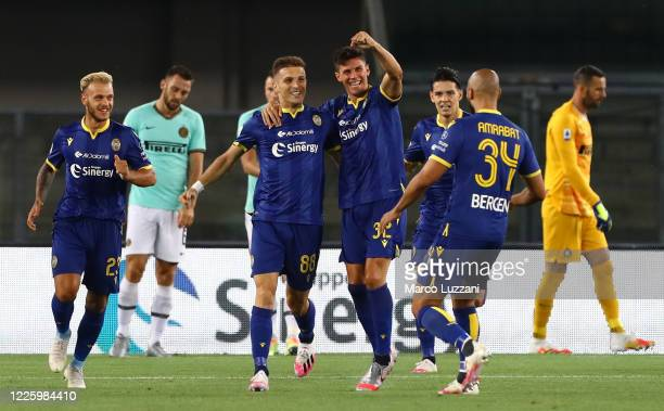 Darko Lazovic of Hellas Verona celebrates with his team-mates after scoring the opening goal during the Serie A match between Hellas Verona and FC...
