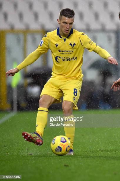 Darko Lazovic of Hellas Verona FC controls the ball during the Serie A match between Spezia Calcio and Hellas Verona FC at Stadio Alberto Picco on...