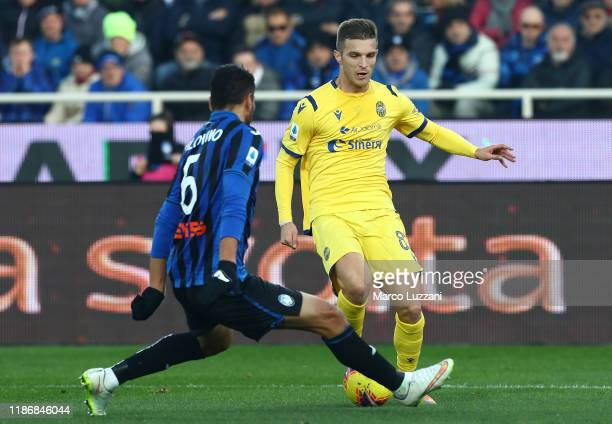 Darko Lazovic of Hellas Verona is challenged by Jose Luis Palomino of Atalanta BC during the Serie A match between Atalanta BC and Hellas Verona at...