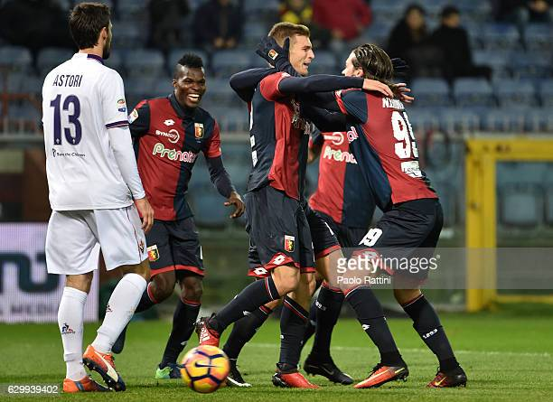 Darko Lazovic og Genoa celebrates after gol 10 during the Serie A match between Genoa CFC and ACF Fiorentina at Stadio Luigi Ferraris on December 15...