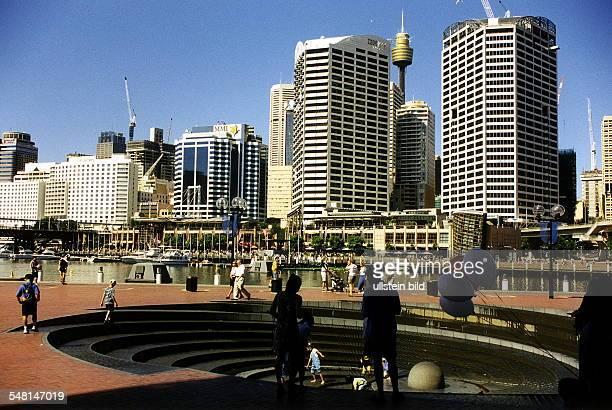 FreizeitZentrum am Rande der City im Hintergrund die Skyline der Innenstadt 1999