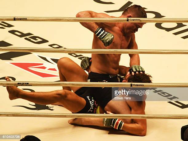 Daron Cruickshank of the United States punches Andy Souwer of Netherlands in the bout during the RIZIN Fighting World GP 2016 Open weight tournament...