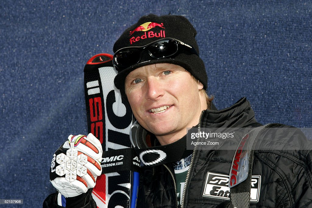 Daron Rahlves of the USA poses with his silver medal after finishing in second place during the Men's Downhill at the FIS Alpine World Ski Championships 2005 on February 5, 2005 in Bormio, Italy.