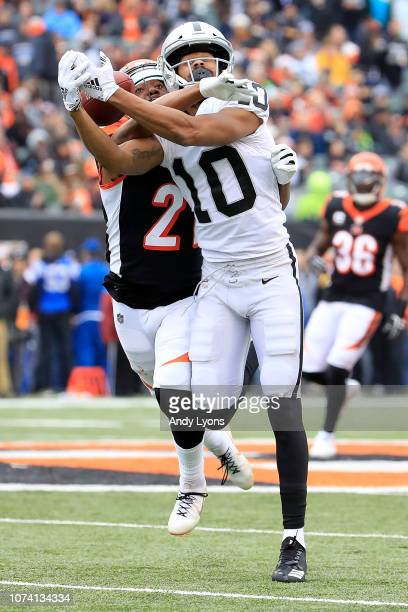 Darqueze Dennard of the Cincinnati Bengals breaks up a pass intended for Seth Roberts of the Oakland Raiders during the second quarter at Paul Brown...