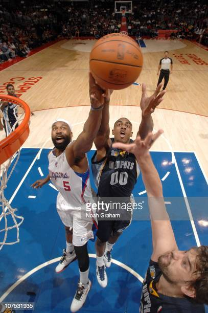 Darrell Arthur and Marc Gasol of the Memphis Grizzlies battle for the rebound against Baron Davis of the Los Angeles Clippers on December 11 2010 at...