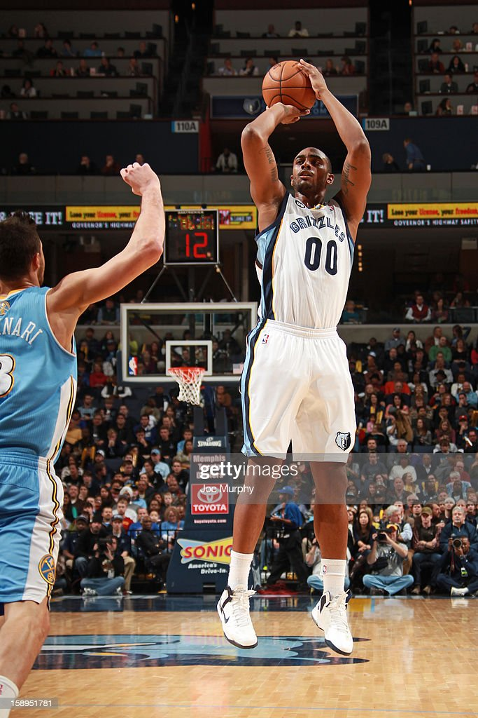 Darrell Arthur #00 of the Memphis Grizzlies shoots against the Denver Nuggets on December 29, 2012 at FedExForum in Memphis, Tennessee.