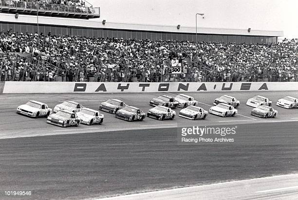Darrell Waltrip and Ken Schrader start the Daytona 500 in first and second place Schrader would finish 2nd and take home $182700 for the race while...