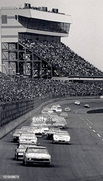 Darrell Waltrip leads the field during the Daytona 500 Waltrip would finish 1st and take home $184900 for the race