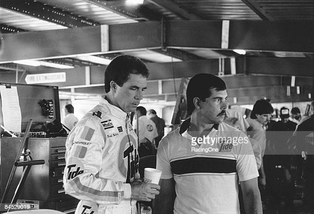 Darrell Waltrip with crew chief Jeff Hammond in the garages at Daytona The two bickered back and forth at the latter part of the 1989 Daytona 500...