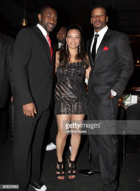 Darrelle Revis, Egypt and Kerry Rhodes attend the Kerry Rhodes Foundation black tie dinner at STK on November 2, 2009 in New York City.