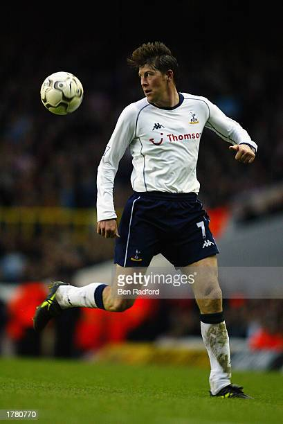 Darren Anderton of Tottenham Hotspur running with the ball during the FA Barclaycard Premiership match between Tottenham Hotpsur and Sunderland held...